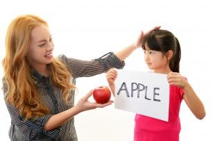 外国人教師と女の子