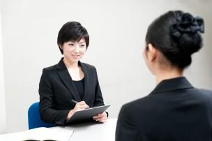 人材派遣会社登録をしている女性