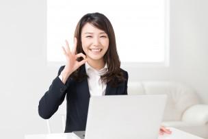パソコンのスキルアップする女性